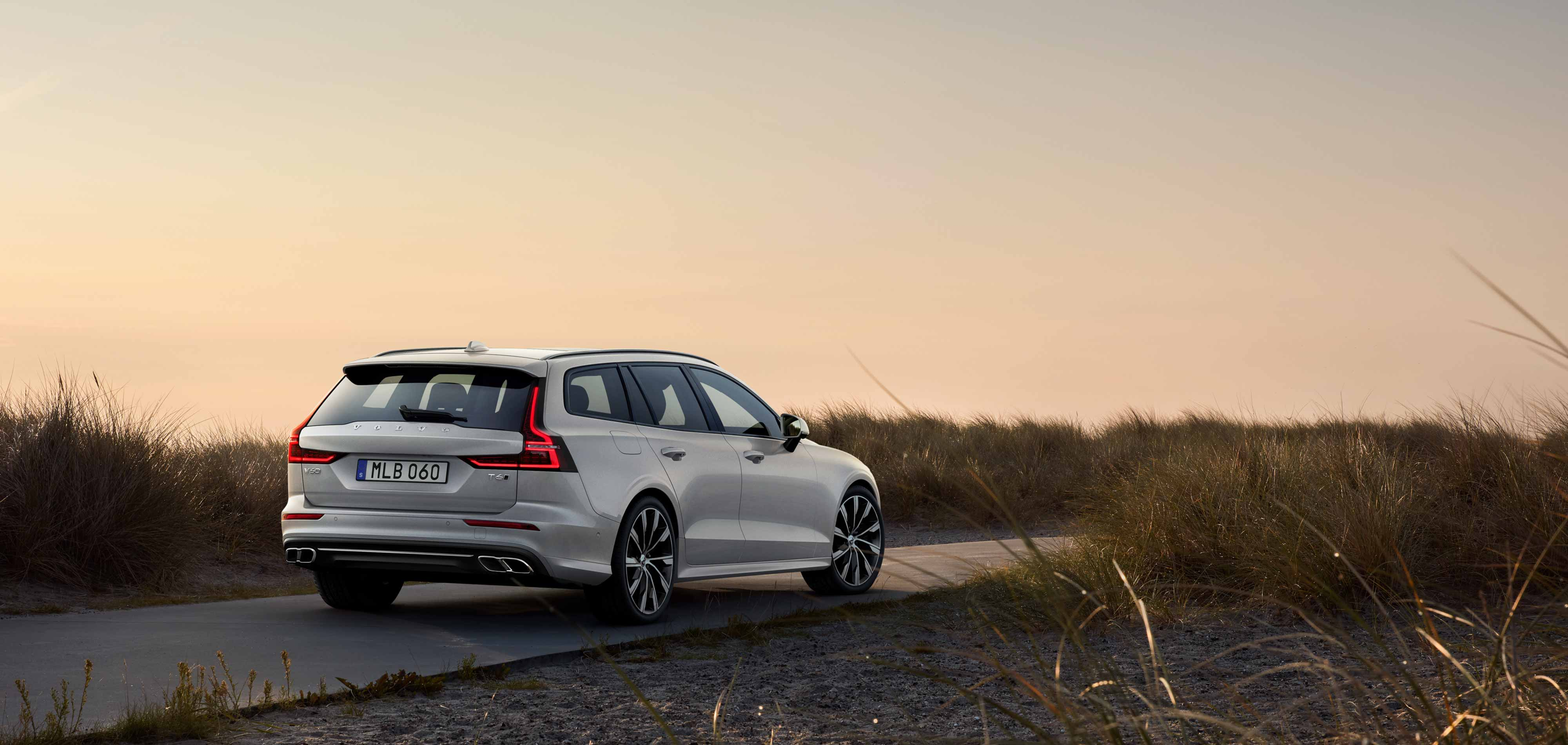 Volvo V60 - Universalas be kompromisų