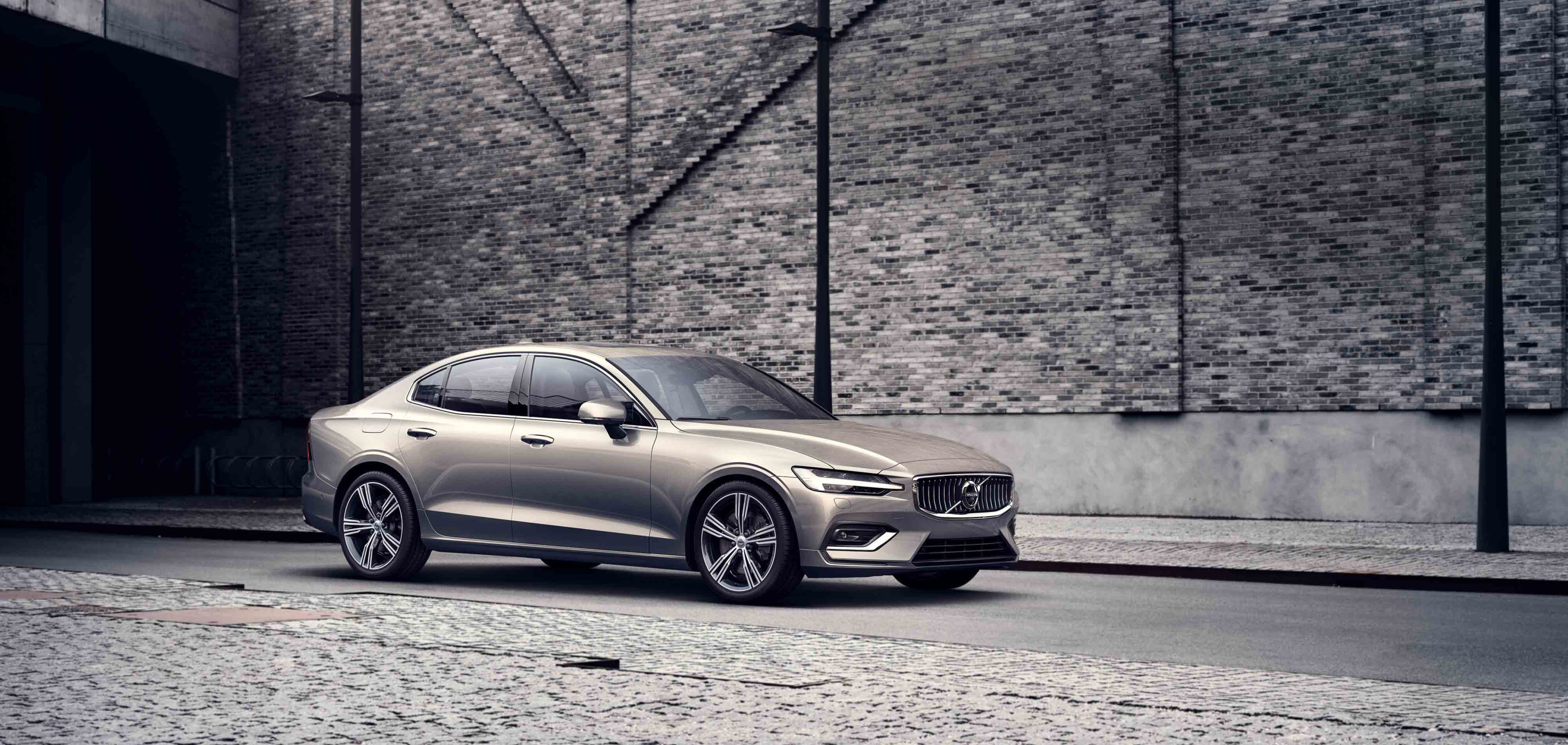 """""""Volvo S60"""". Sedanas aukščiausios klasės komfortui."""